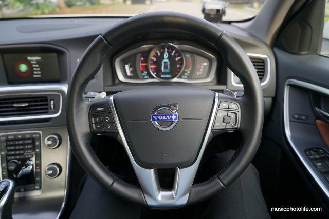 Volvo S60 T5 steering wheel
