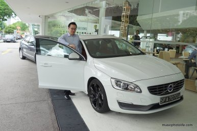 Pose with Volvo S50 T5