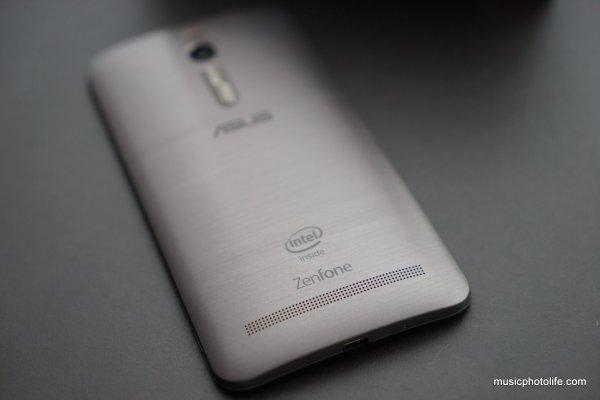 ASUS Zenfone 2 silver rear