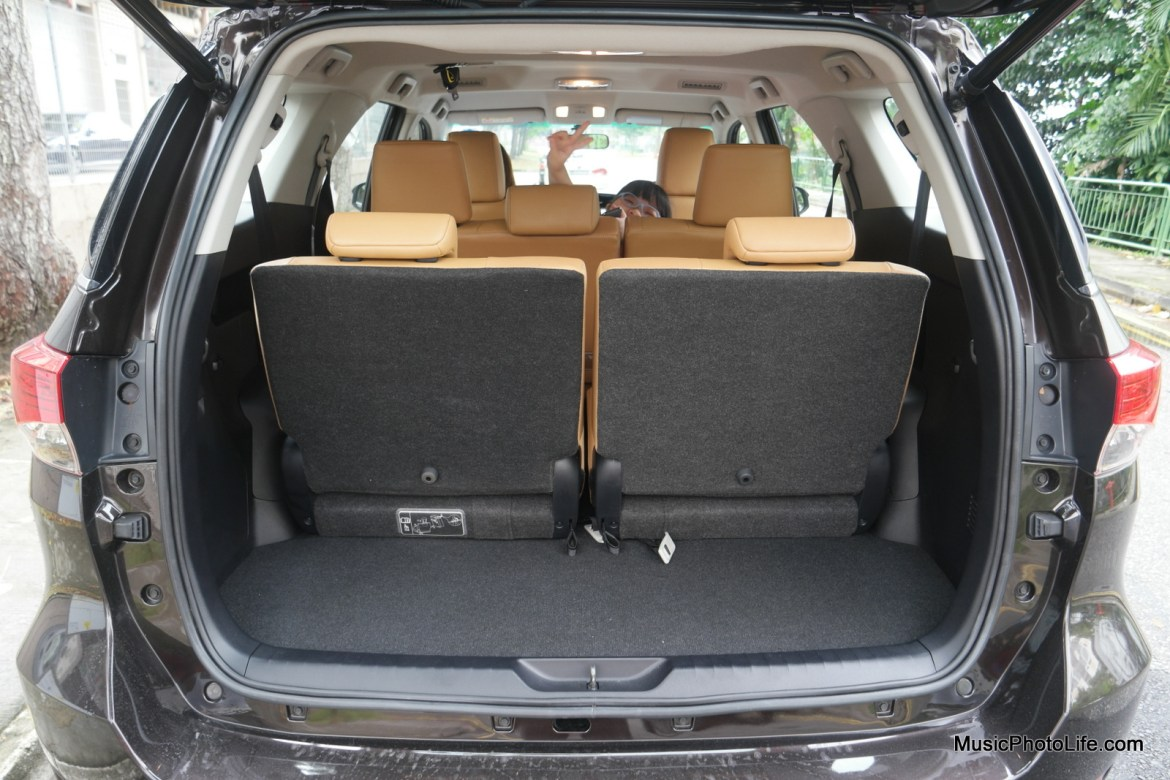 Toytota Fortuner boot space