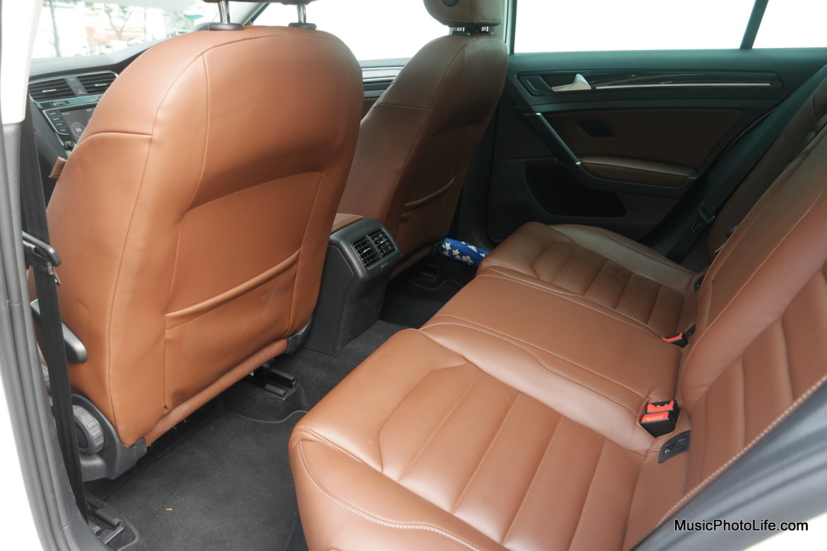 Volkswagen Golf Variant rear seats - review by musicphotolife.com