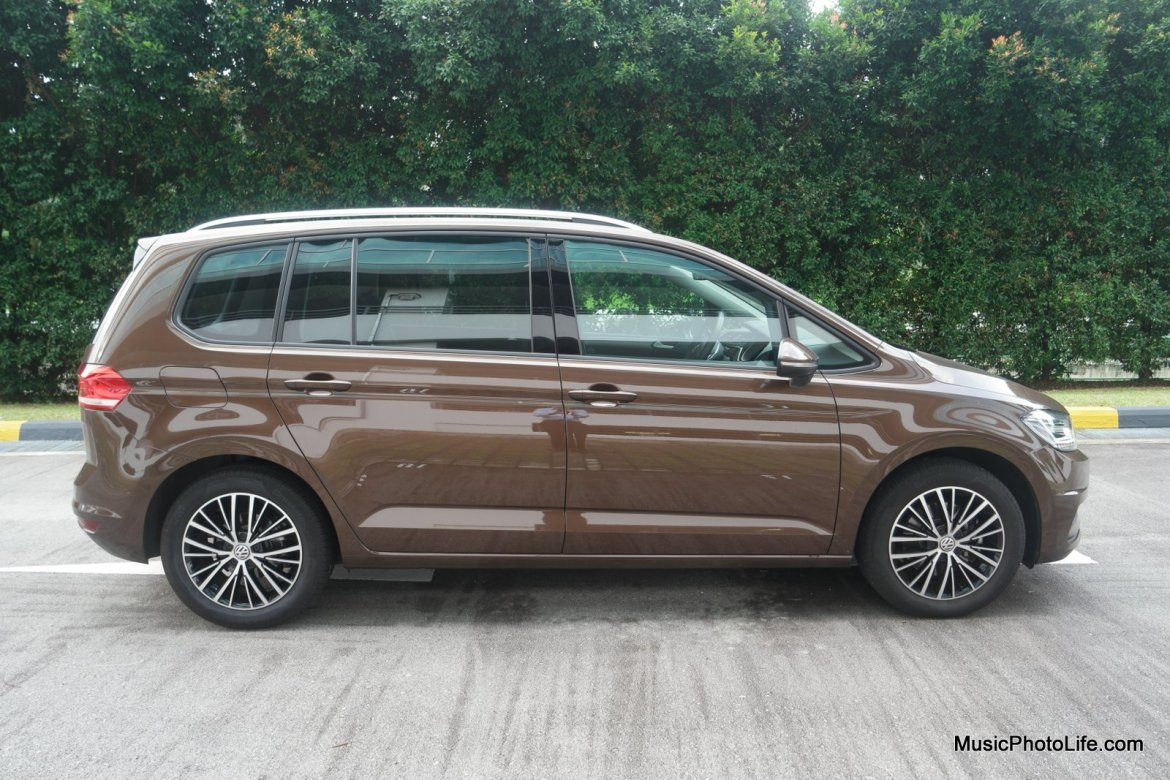 Volkswagen Touran side view