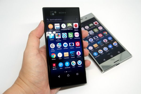 Sony Xperia XZs and Xperia XZ Premium review by musicphotolife.com
