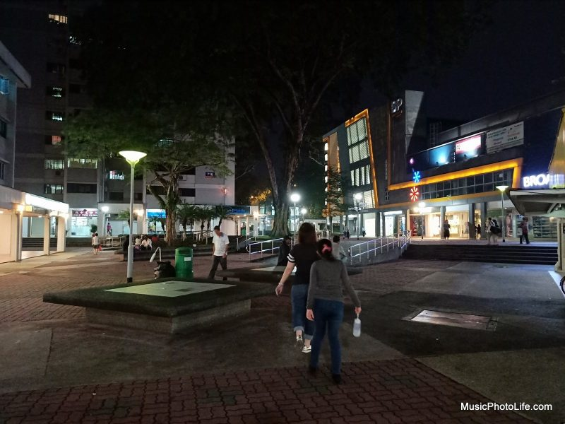 OPPO R15 photo sample - neighbourhood at night