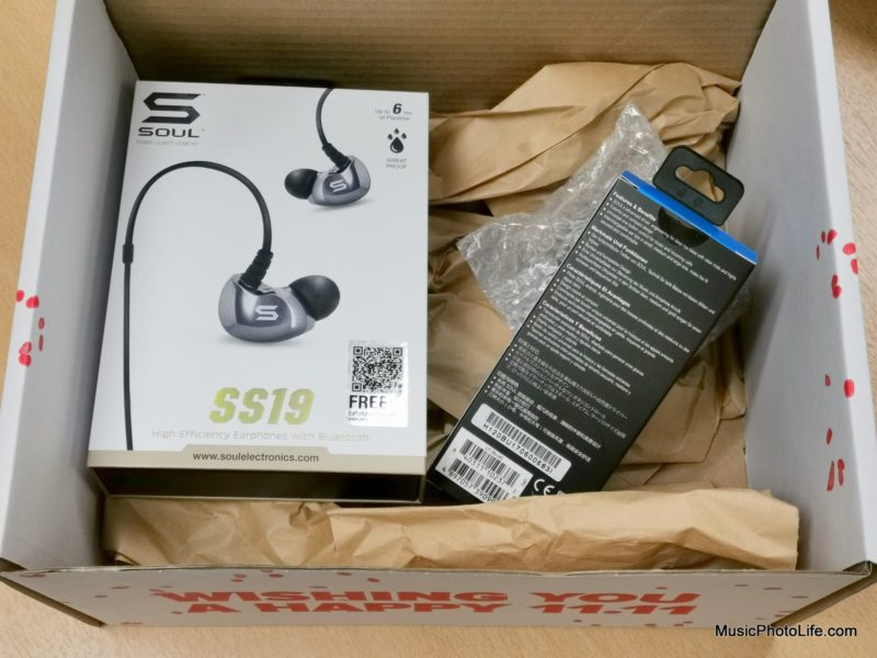 Lazada 11.11 Sale Surprise Box reveal - SOUL SS19 wireless earphones - Singapore consumer tech blog reviewer