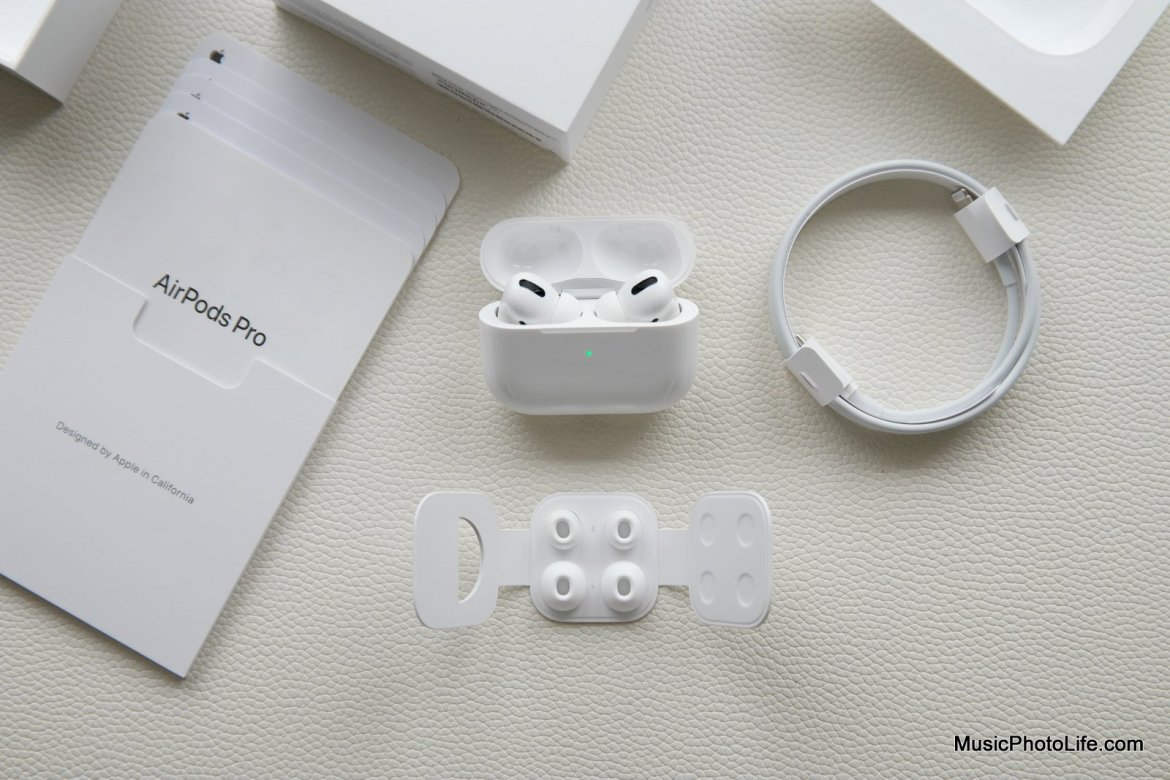 Apple AirPods Pro unboxing