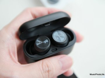 Plantronics BackBeat PRO 5100 earbuds in case