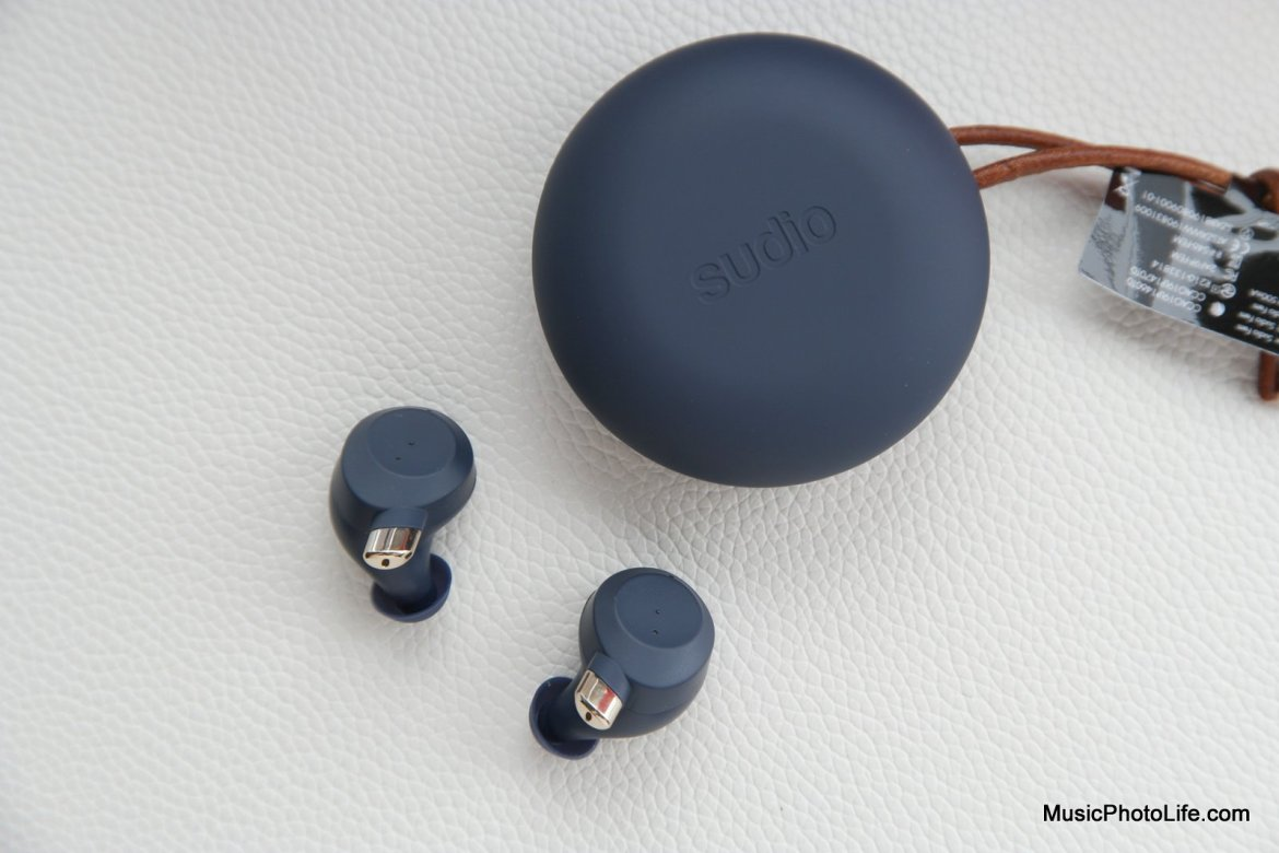 Sudio Fem earbuds and case