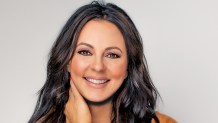 "Country Music Star Sara Evans Shares How God Gave Her a 'Special Purpose' and Faith After Near-Fatal Accident as a Child in New Book ""Born to Fly"""