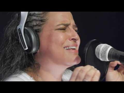 Sin Aliento – Luz Elena Cardona (Sesión En Vivo)