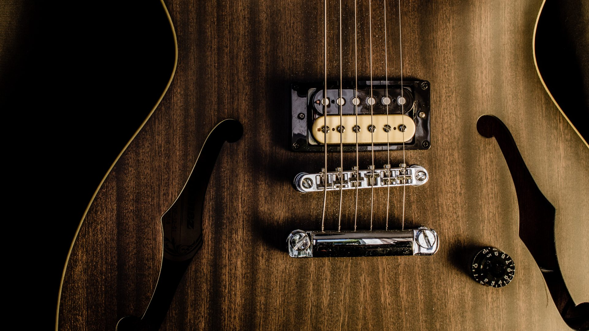 Best Guitars For Playing Jazz Music