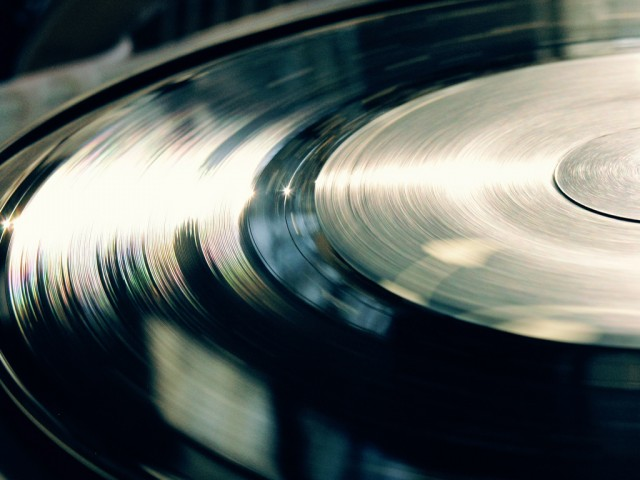 vinyl-record-black-close-up