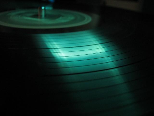vinyl-record-green-close-up