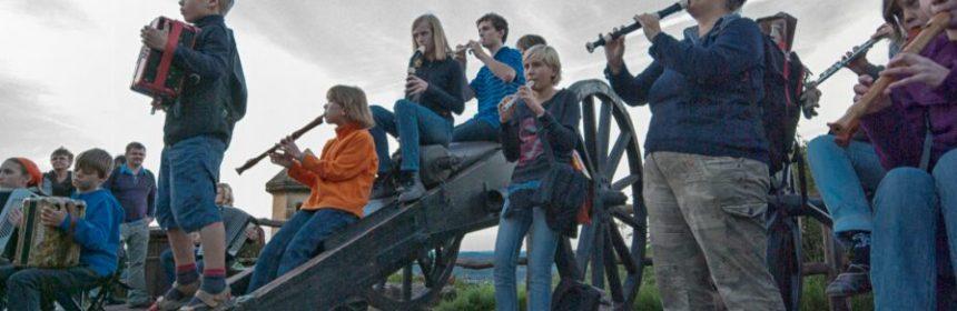 Musikerinnen im Einsatz. Foto: Hufner