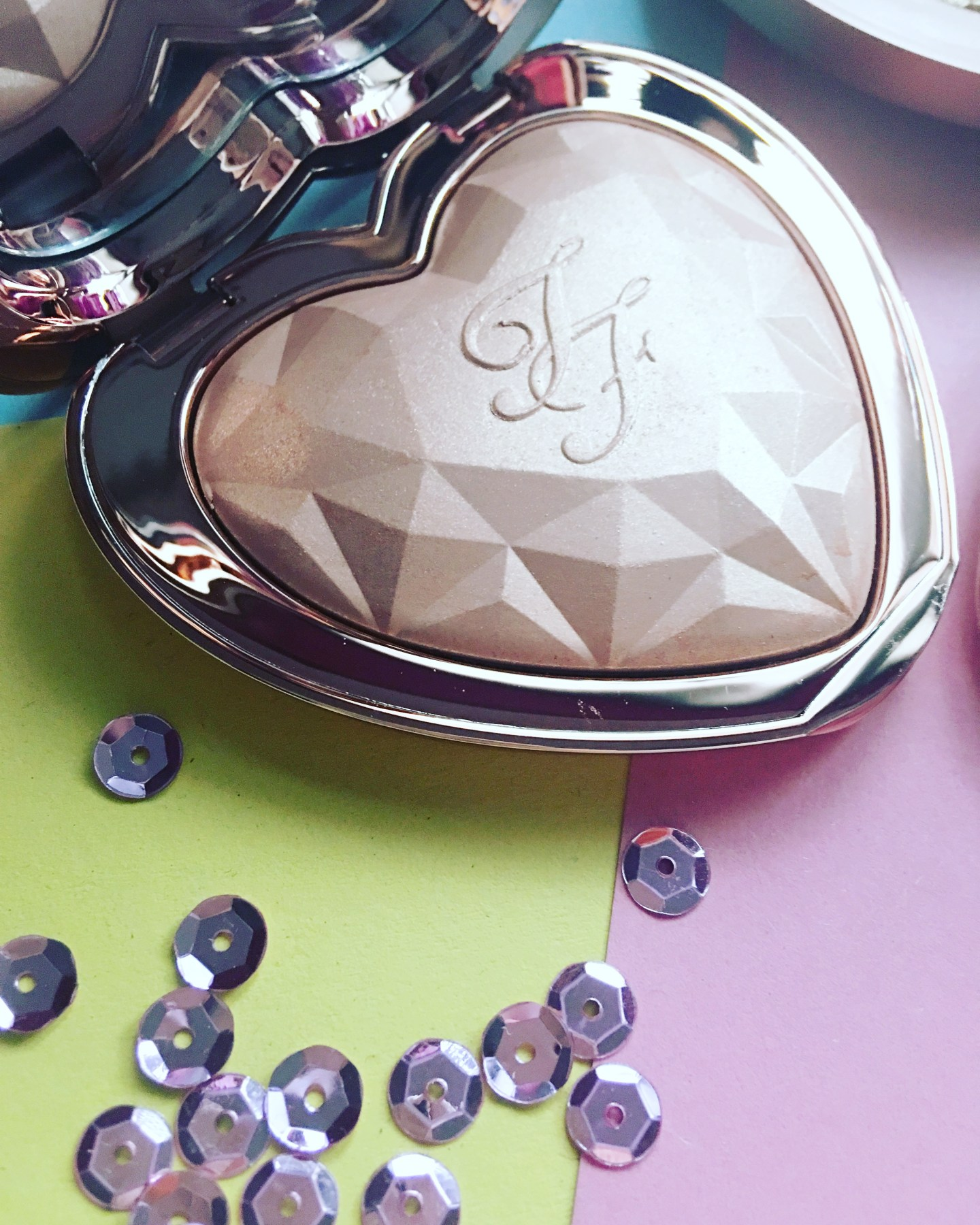 Too Faced Love Light Prismatic Highlighter (4)