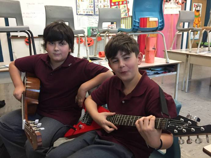 Guitar lessons 7 year old - Lucas and Jonathan Learning