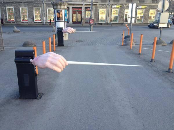 Entrada al aparcamiento de la Ópera Nacional de Estonia