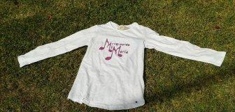 camiseta McM en césped