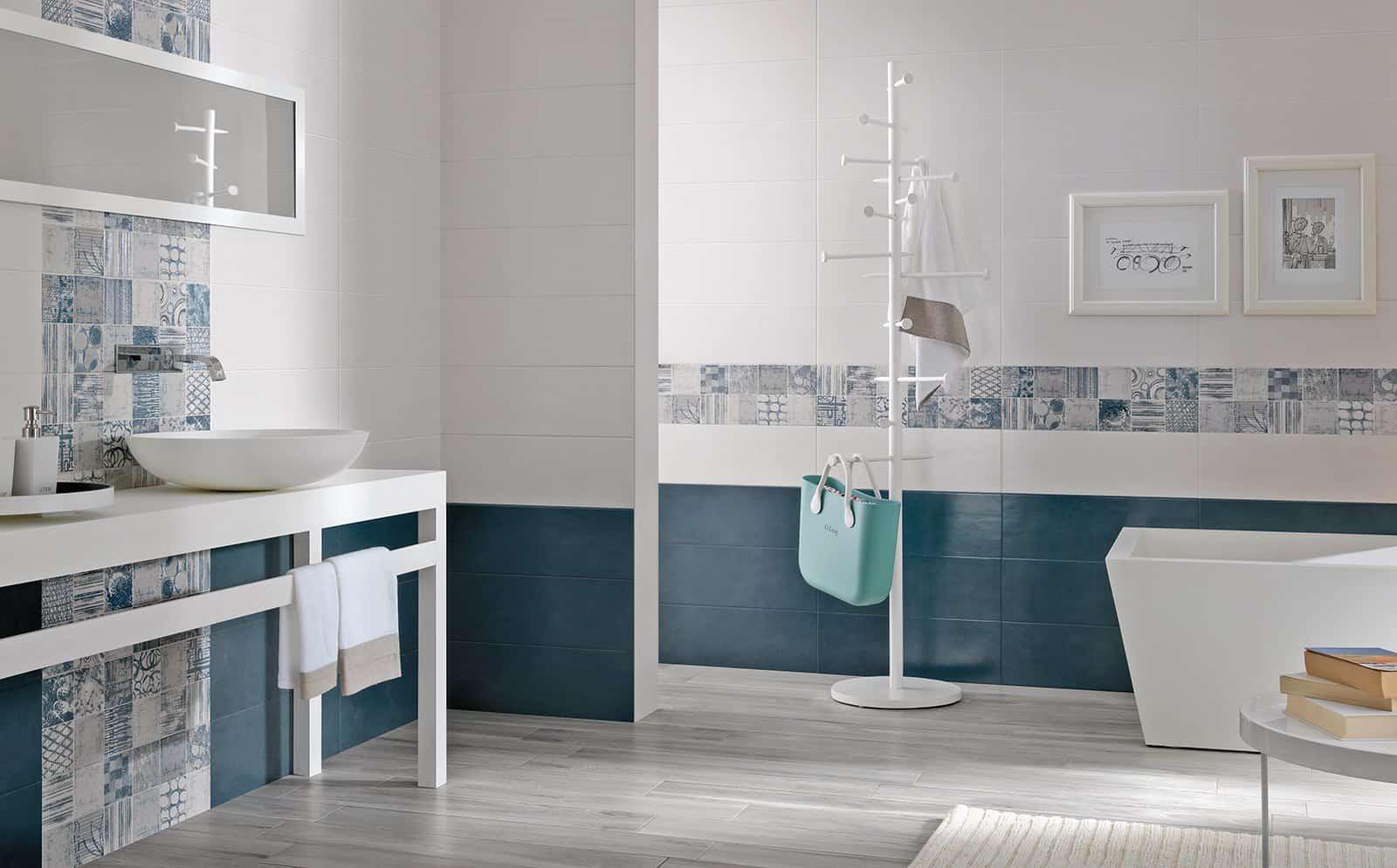 Bagno moderno effetto marmo bagno con illuminazione moderna