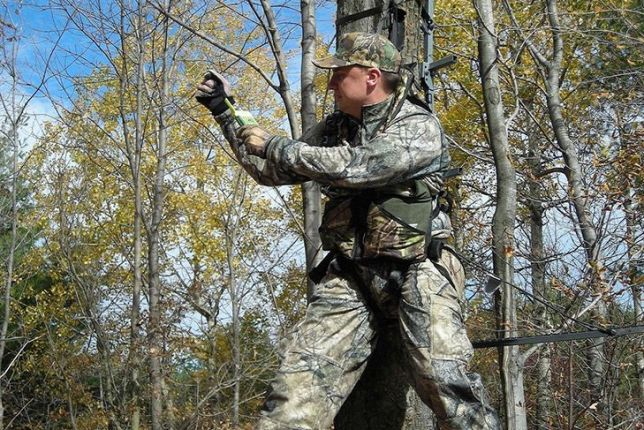 How to Use a Safety Harness While Hunting
