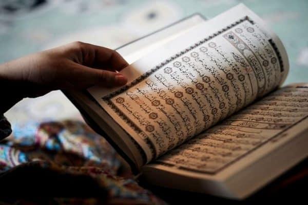 Fatwa Ulama: Hukum Membaca Al Qur'an Secara Berjamaah Satu Suara