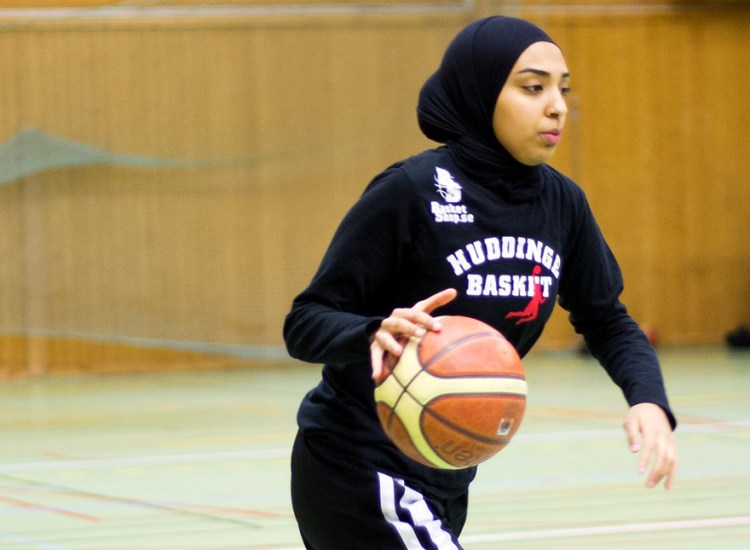 Swedish Basketball Federation Allows Player to Wear Hijab