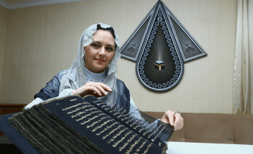 An Azerbaijani Artist Transcribed the Quran on Silk & It Is Gorgeous!