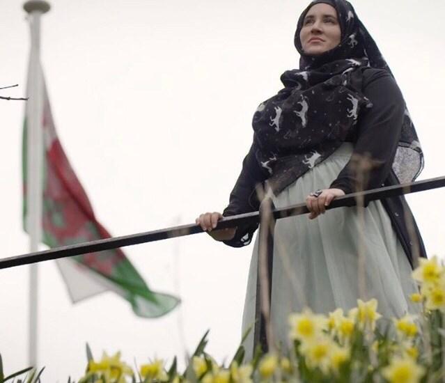 Meet Hanan Issa, a Welsh Muslim Poet Juggling Multiple Identities
