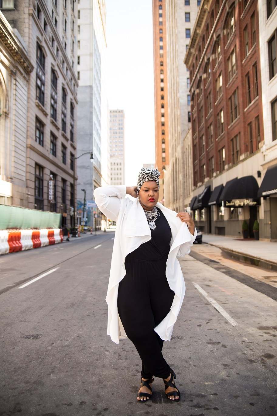 Plus-Size-Detroit-Style-Blogger-Street-Style-Body-Positive-Muslim-Girl