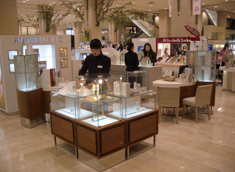 South Korean Cosmetics Giant Focuses on Catering to Muslim Women