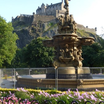 11. Zamek w Edynburgu i fontanna Rossa