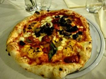 7. Przepyszna neapolitańska pizza