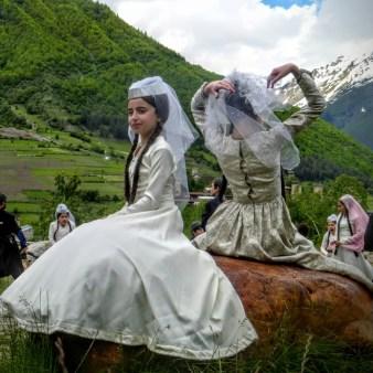 12-dziewczynki-na-festiwalu-tanecznym-w-mestii
