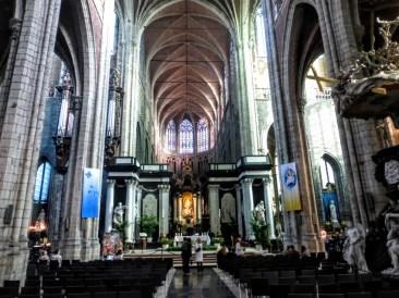 katedra-wewnatrz