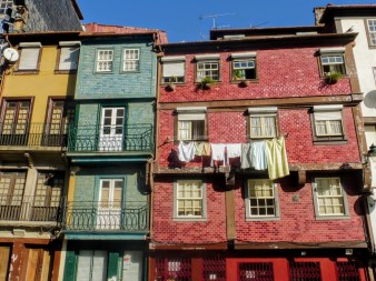 11. Kolorowe fasady domów przy nabrzezu Praca da Ribeira