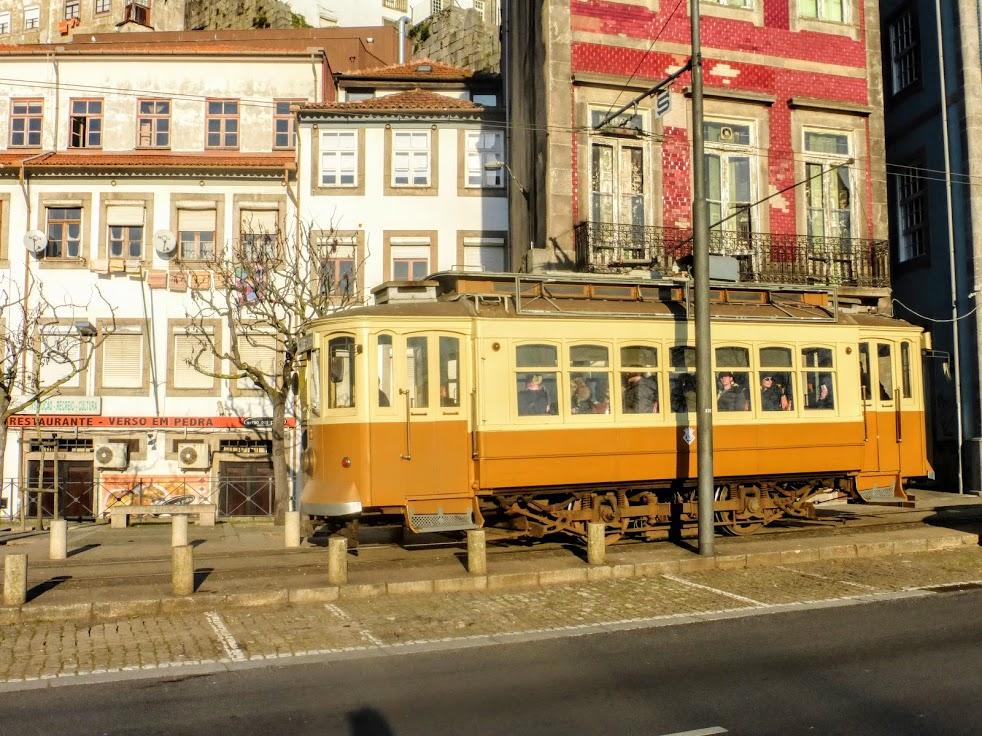 16. Zabytkowy tramwaj