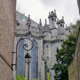 Z tej perspektywy katedra prezentuje się całkiem nieźle. Traci przy bliższym poznaniu.