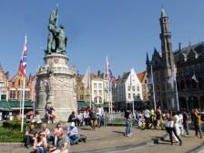 Pomnik w centrum rynku