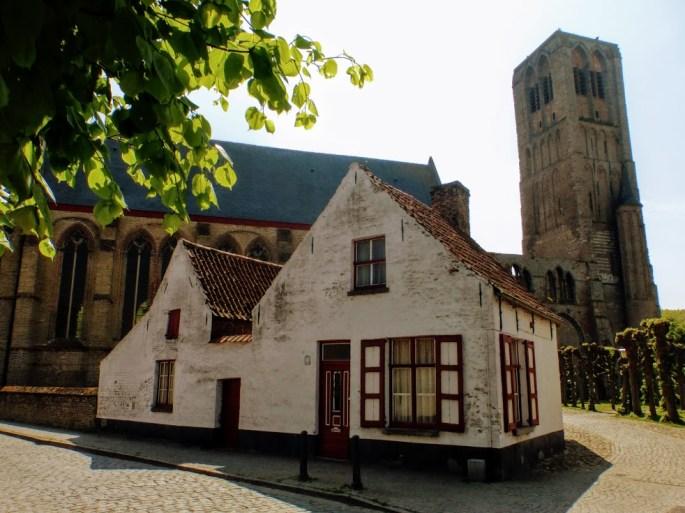 kościół w tle