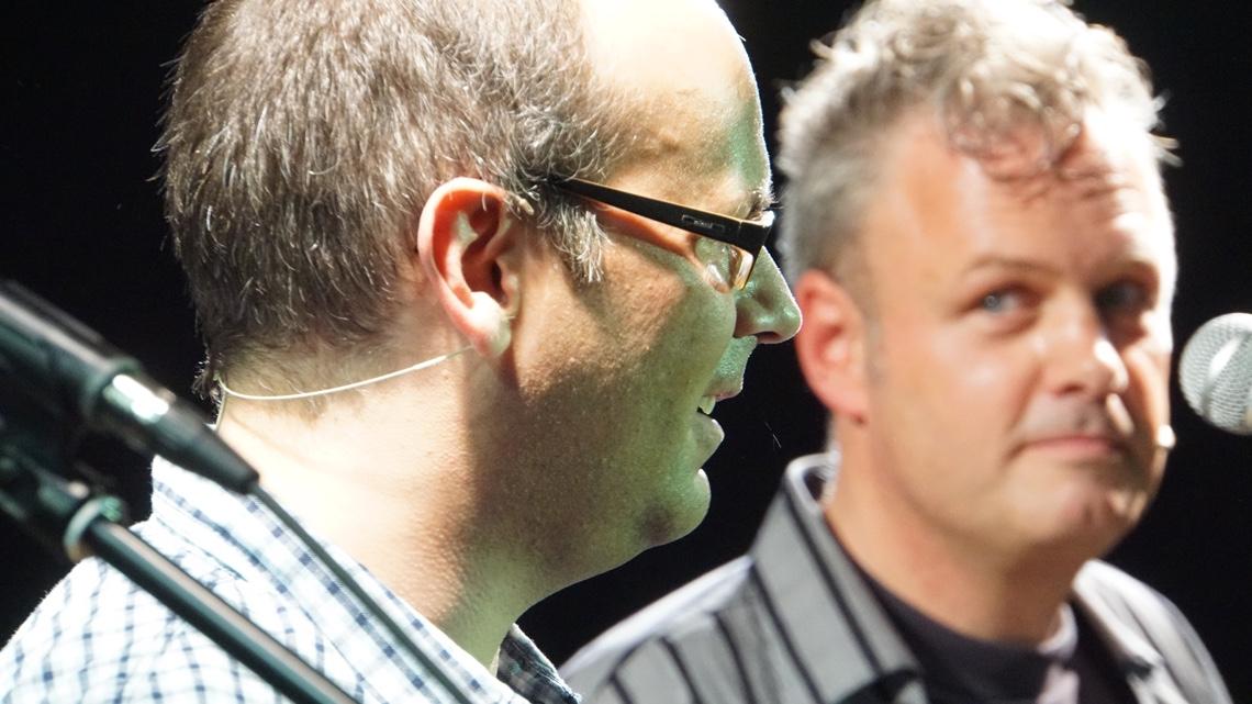 Erste gemeinsame Co-Moderation von Michi Bohlmann und Alex Sebastian