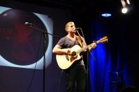 Ryan Inglis überzeugte Vollends mit eingängigen Songs und Gitarrenpercussion.