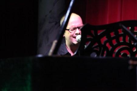 "Alex Sebastian sang mit Band Rolands ""Sehnsucht"""