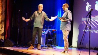 Fluglotse Michael Bohlmann lotst das Publikum zur Abstimmung