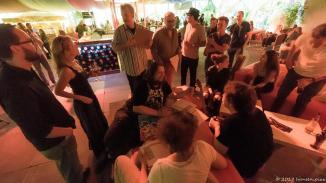 Briefing für den MuSoC @Tollwood Sommer-Sonderslam. Die Bands und KünstlerInnen haben sich in den MuSoC #opens der zurückliegenden Jahre bewiesen. Der Greenroom ist im Hippiedrom eher ein Redroom.