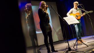Die letzten Gewinner des MuSoC #open Betriebs waren die ersten. Sophia und Jakob konnten direkt an den November Auftritt anknüpfen. Das Titelblatt stellte sicher, daß man auch wußte wovon die Songs handelten.