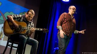 Attila und Alex haben sich spontan zu einem Sting-Miller Cover versammelt: Shape of my Heart. Wir Zuhörer flossen dahin.