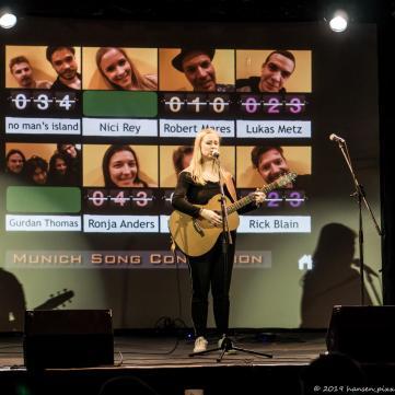 Das Zugabeset von Nici nun offenbarte uns ihre Chansonqualitäten sowie ihre englischen Songwriterskills. Zur Gitarre verzauberte Nici uns mit Erinnerungen.