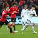 464113946-ki-sung-yueng-of-swansea-is-shadowed-by-gettyimages[1]