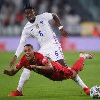 Knapp seger för Uniteds fransmän i underhållande match