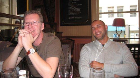 Anders har roligt, Kent drömmer om att äta mackor i Rom.